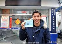 中國足球喜訊!華裔小將拿中國護照擁北京戶口 握手李明正式歸化