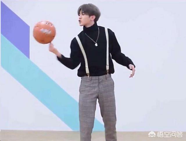 Faker直播看蔡徐坤打籃球,直接說出了所有英雄聯盟玩家的想法,他會收到律師函嗎?