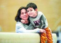 """""""你未痊癒,我不敢老"""",丘索維金娜媽媽用10多年栓釋了偉大母愛"""