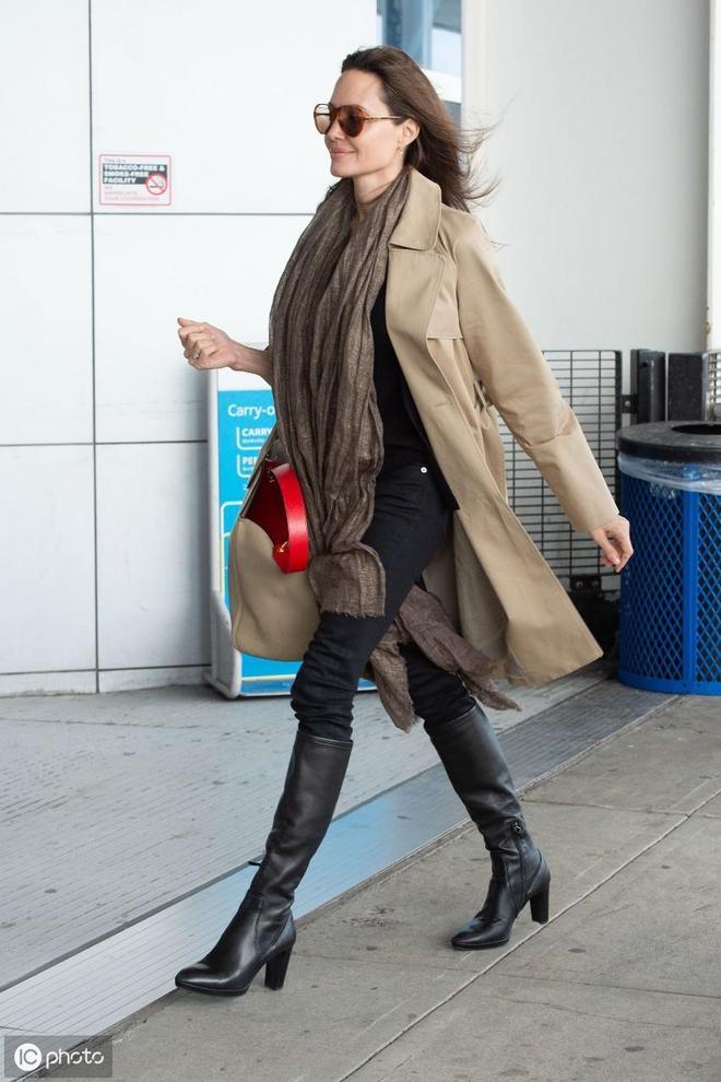 好萊塢巨星:43歲的安吉麗娜·朱莉與布拉德·皮特離婚後風采依舊