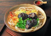 愛吃日式拉麵的有福了,這道配方只因加了一味料就超過了味千拉麵