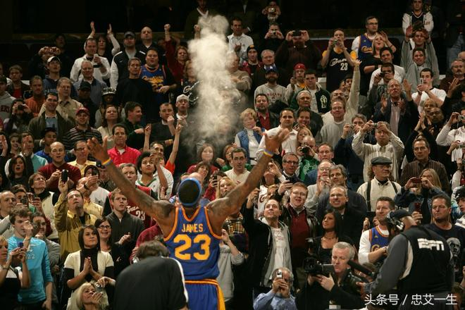 NBA詹姆斯不同時期的賽前撒鎂粉圖集,哪張最帥