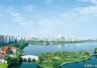 2017年中國地級市民生髮展百強榜中,透露出的中國宜居城市特徵