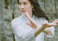 她曾獲得多個武術冠軍,被譽為武術界的天仙姐姐!