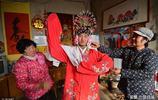 山東22歲農村小夥辦戲曲劇團,反串女聲受歡迎,一天掙幾十元錢