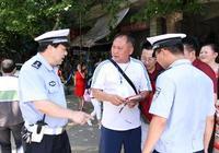 資陽:考生遺失準考證 交警拾得送校方