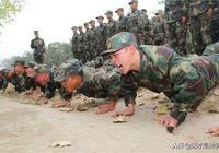 解放軍俯臥撐紀錄被打破,網友稱不可信,你是不知道訓練有多苦