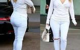 建議胖女人夏天別穿緊身衣,瞧瞧下圖女人,一個比一個時尚顯美嫩