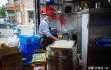 店面簡單價格不便宜,為何有這麼多人排隊吃這碗粉,連劉濤都來了