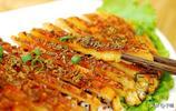 西安夜市上5元的烤油饃,調味料撒滿超多,烤得酥脆每次吃必點菜