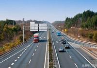 高速上這些不經意的小動作,有可能導致車毀人亡