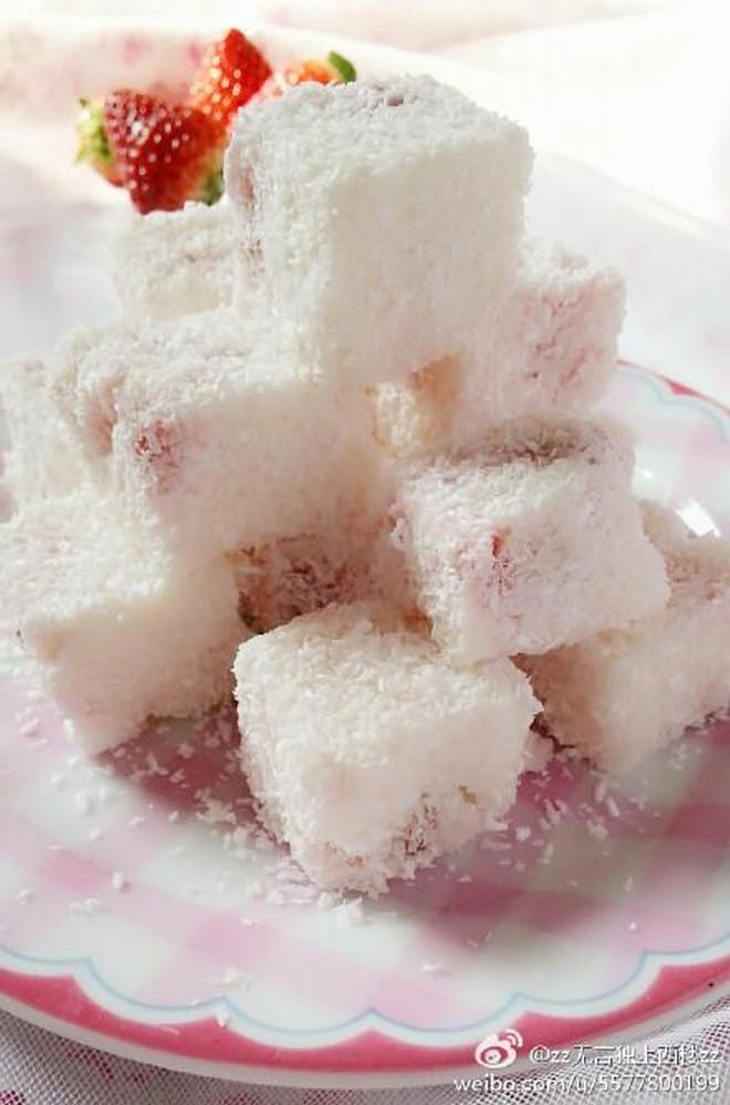 草莓奶油小方:草莓園子裡親手摘的草莓 香甜順滑 椰香濃郁