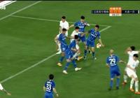 江蘇大連雙方球員大規模圍攏裁判,PP體育解說認為不該判點球!