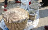 山東70歲農村大爺老手法編織饃囤子,賣35元一個,60個2小時賣光