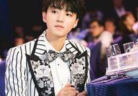 王俊凱穿棉衣參加慈善夜,6個字說明原因,網友忍不住:太心酸!