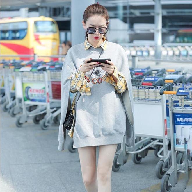 聽說戚薇在機場又帶火了這款衛衣,你們覺得馬思純同款衛衣好看嗎