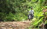 一個人一輛摩托車走了近十年,尿毒症小夥每天走200公里的求生路