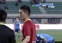 中國足球現奇葩一幕:最後時刻用替補門將打前鋒 球員自己都笑了