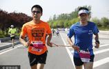 盲人推拿師愛上馬拉松 兩年跑4000公里