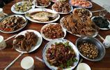 第一次去男朋友家,準婆婆做了一大桌子的菜,飯後被說沒教養
