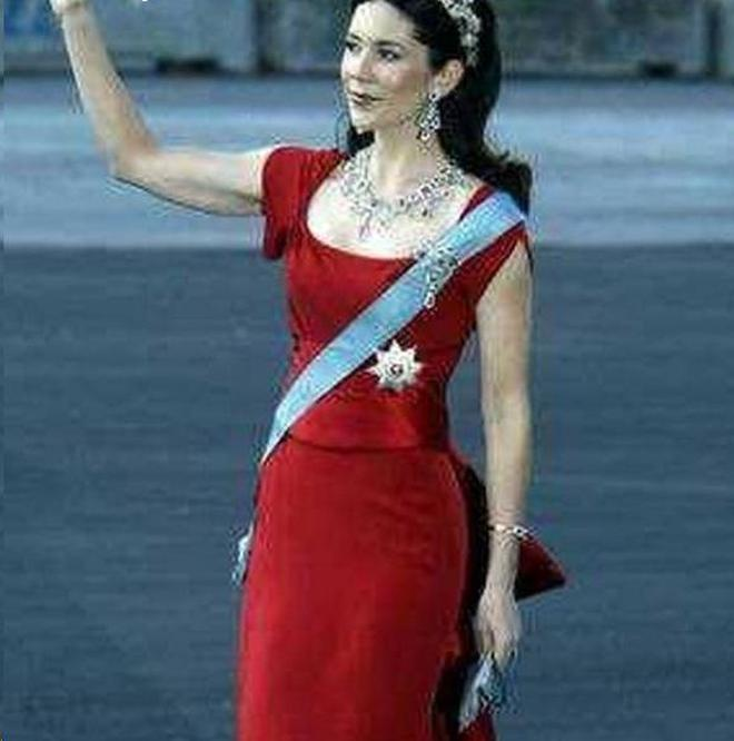 各國王室成員穿紅色衣服盤點,瑪麗王妃撞臉凱特,萊蒂齊亞太美!