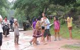 實拍柬埔寨真實的農村生活,漂亮的柬埔寨女孩