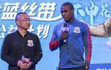 上海綠地申花外援伊哈洛出席某活動,伊哈洛一身休閒裝現身