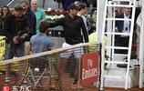 暖心 納達爾與輪椅網球選手擁抱