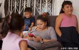 """姐妹四人靠""""出租子宮""""為生,生一個孩子賺10萬,常被當作人販子"""