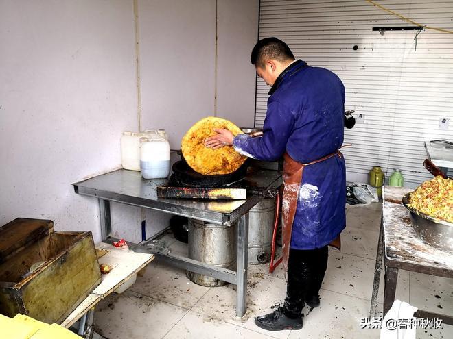 這個小夥做豫北特色美食壯饃一天收入3500元,他由此發家致富