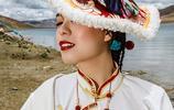 西藏旅拍:讓人羨慕的藏族情侶,婆婆親自為她做全套的藏服