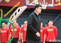 王嶽倫現身男籃教練組?姚明為男籃隊員辦入隊儀式,發邀請函!那位像王嶽倫的人是誰?