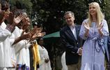 伊萬卡訪埃塞俄比亞優雅品咖啡 一襲淡藍裙超有少女感