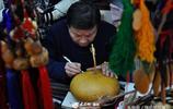 """山東""""葫蘆爺爺""""給葫蘆紋身,一個賣一萬"""