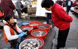 青島市民成筐囤貨備寒冬 早市鮮鮁魚13元一斤 鯧魚25元起售