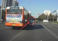 長治一公交車司機因堵車,半路放下乘客讓自己想辦法,你怎麼看?