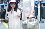 王寶強媽媽去世馬蓉首次帶女兒亮相,母女倆打扮甜美互動超有愛