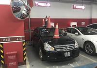 燃油車誤停充電車位?特斯拉車主這麼做也太狠了!