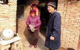 農民李大爺,73歲生日,有8000人來圍觀,究竟咋回事