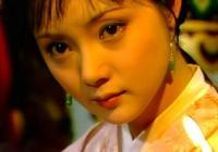 《紅樓夢》裡薛寶釵在賈元春省親的盛大場面裡可圈可點的表現