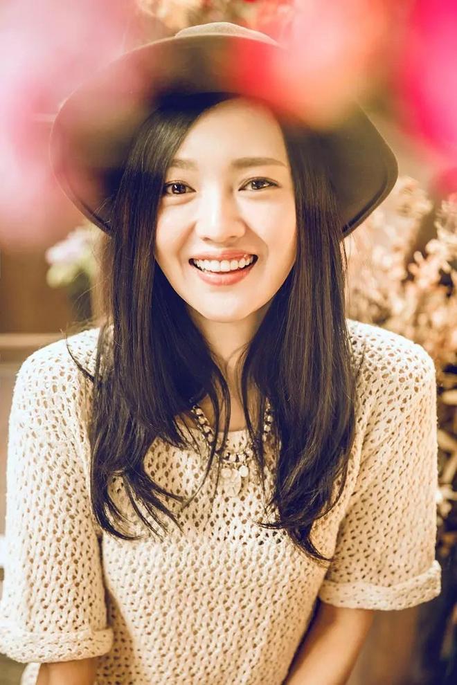 面容清秀氣質樸實,你不知道她的名字,但應該記得她的笑容
