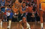 160的博格斯在NBA打球有多不容易,11圖一目瞭然,太勵志了