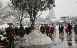 為武警戰士點贊!凌晨下大雪遊客到後大唐不夜城雪已除淨