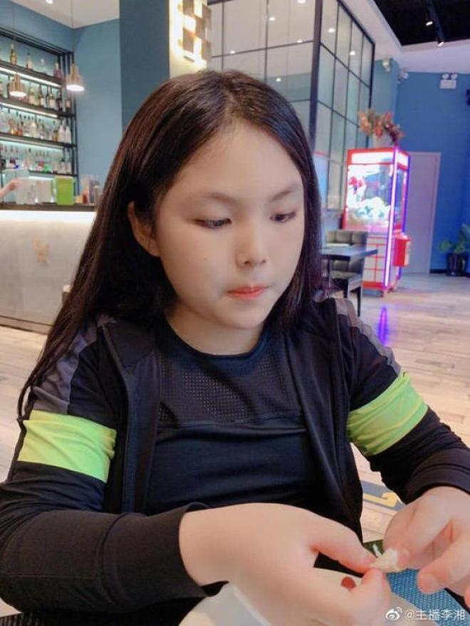 李湘晒女兒美照,網友:瘦下來的王詩齡越來越像女神媽媽了!