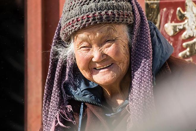 """這個村的人為啥能長壽,因有千年聖壽塔?原來有祖傳長壽""""祕訣"""""""
