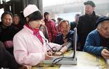 在農村,明明買了新農合,為啥村民還去小診所?老農無奈道出實情
