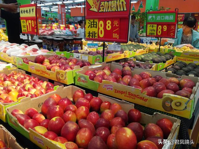 湖北宜昌超市蔬菜水果價格高 每天吃一斤蔬菜半斤水果你達標了嗎