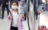 李小璐帶女兒甜馨現身機場,小甜馨真的是長大了呢!