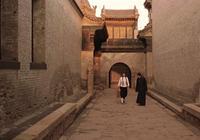 影評《大紅燈籠高高掛》從喜慶中孕育出來的紅色悲劇