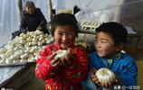 農村夫妻用老手藝製作稀罕物,一天收入3000多,可是兒子不稀罕